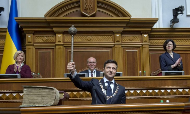 الرئيس الأوكراني الجديد يعلن حل البرلمان ويؤكد على ضرورة إعادة الهدوء لشرق البلاد