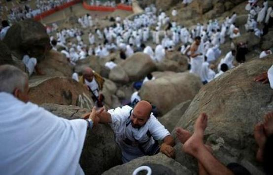 هل يقتصر الحج على المقيمين داخل السعودية؟