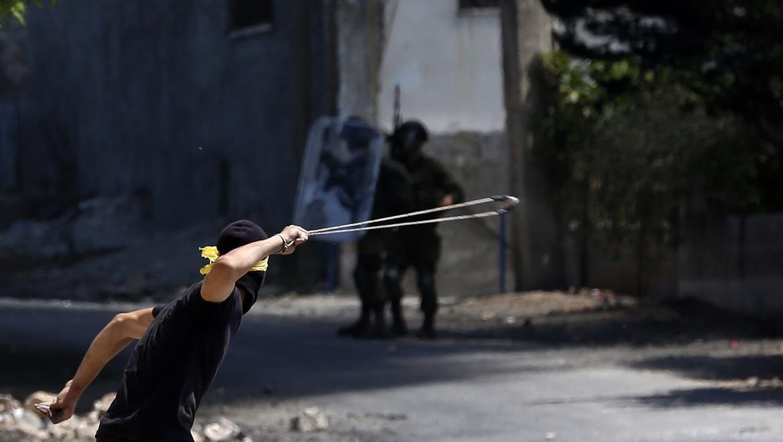 تواصل انتهاكات الاحتلال: إصابات واعتقالات