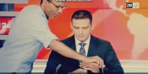 يالفيديو .. مذيع مغربي لم ينتبه بوجوده على الهواء .. شاهد ماذا فعل