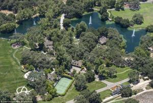 بالصور.. منزل مايكل جاكسون للبيع بـ100 مليون دولار
