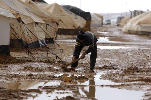 """لاجئون سوريون يغادرون """"الزعتري"""" (فيديو)"""