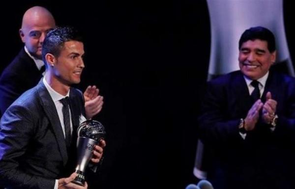 أصبح ساحراً ..  ماذا قال مارادونا عن كريستيانو رونالدو