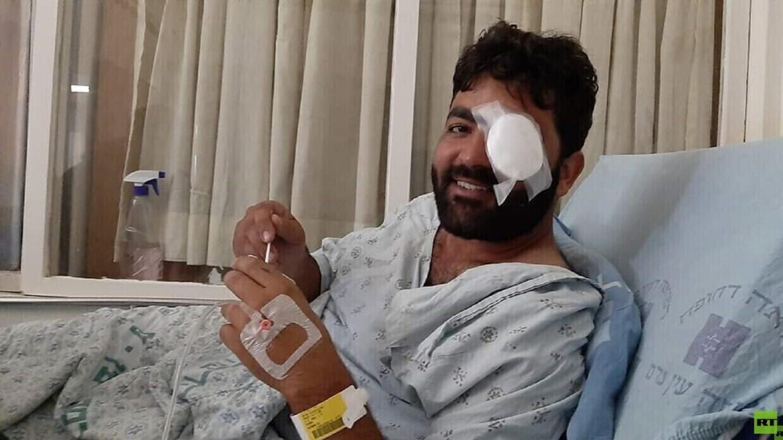 الصحفي الفلسطيني معاذ عمارنة يخضع لعملية جراحية (صورة)