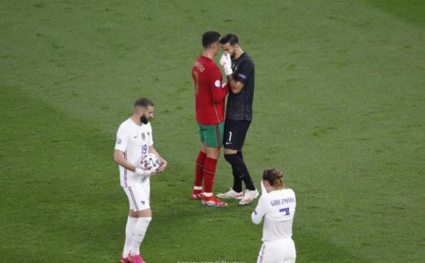 بالصور ..  كريستيانو يورط حارس البرتغال ويغضب بيبي