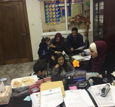 طلبة ماجستير علم النفس الاكلينيكي بجامعة عمان الأهلية يجرون فحوصات الذكاء لتلاميذ من مدارس الجامعة الأولى