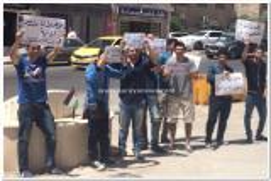 """بالصور.. اولياء امور طلبة التوجيهي في السعودية وابنائهم يعتصمون امام """"التربية"""" للمطالبة بمعادلة شهاداتهم"""