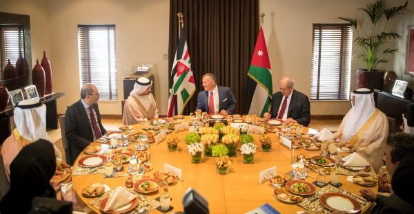 الملك يلتقي بسمو الشيخ عبدالله بن زايد