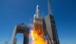 إذا شاهدت جسماً يسقط من الفضاء فأهرب سريعاً  ..  متى و أين يصل الصاروخ الصيني إلى الارض؟  ..  صور و فيديو