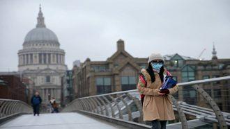 ارتفاع وفيات فيروس كورونا في بريطانيا إلى 1228