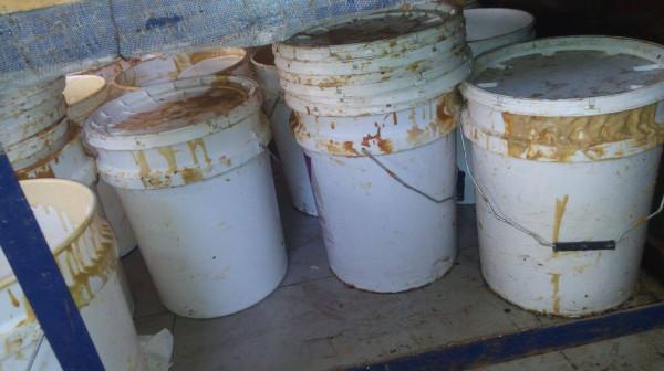 بالصور ..  إغلاق مصنع طحينة تُغَش بالنشا وزيت الذرة شمال قطاع غزة