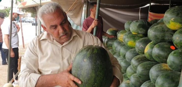 """بالفيديو ..  من هو نايف الحمايدة الملقّب بـ""""ملك البطيخ"""" ؟"""