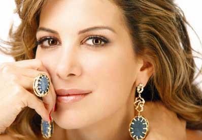 طلاق المذيعة اللبنانية دينا عازر