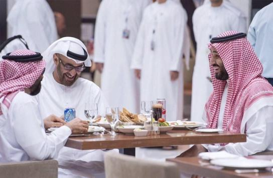 قطر تقاضي بنوكا إماراتية وسعودية