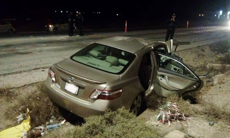 بالصور .. وفاة شخص وزوجته اثر حادث تصادم على الطريق الصحراوي