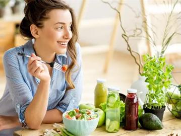 أطعمة ومشروبات وعادات يجب تجنبها إذا كنت ترغب في طول العمر