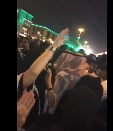 """بالفيديو  ..  ضجة في السعودية بسبب احتفال مختلط """"شبان و فتيات"""""""