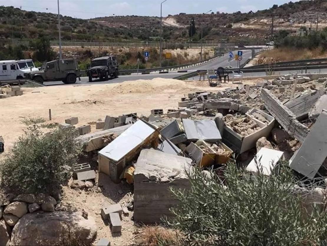 الاحتلال يهدم منشآت في قرية جبارة