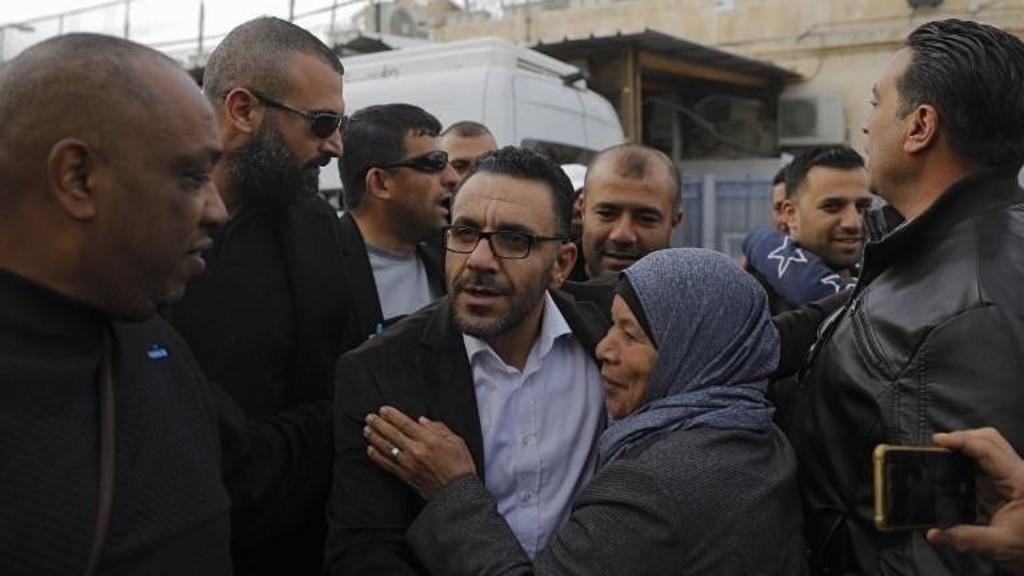 قوات الاحتلال تعتقل محافظ القدس فجر اليوم