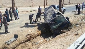 بالصور .. وفاة طفل واصابة آخر بحادث تدهور حافلة يقودها الطفل في معان