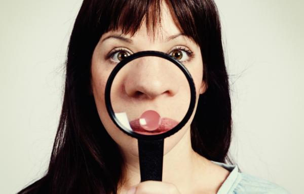 هل النقاط على أنفك رؤوس سوداء حقاً؟