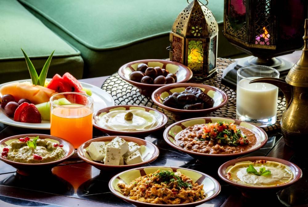 كيف توازن بين الأطعمة وكمية السعرات الحرارية في رمضان