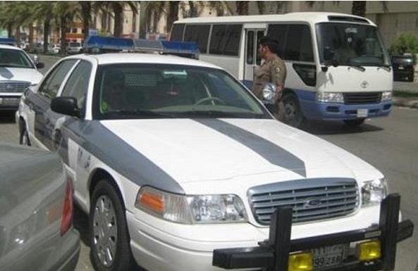 شرطة مكة تطيح بجناة اقتحموا شقة سيدة وقيدوها وسرقوا ممتلكاتها