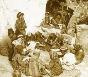 الأحجية والامثال الشعبية الفلسطينية من عبق الماضي وما زالت موجودة الى وقتنا الحاضر